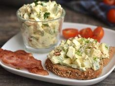 Avocado Egg Salad Recipe: A great avocado egg tart recipe, if you miss the mayonnaise, you can enrich it, but you can also have a. Healthy Deserts, Healthy Snacks, Healthy Eating, Clean Eating, Diet Recipes, Vegetarian Recipes, Cooking Recipes, Healthy Recipes, Vegetarian Lifestyle