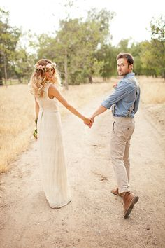 Bohemian wedding inspiration hey it's me! And Wellness Marina Bohemian wedding inspiration hey it's me! And Wellness Marina Trendy Wedding, Boho Wedding, Wedding Styles, Wedding Photos, Dream Wedding, Wedding Ideas, Wedding Men, Wedding Themes, Laid Back Wedding