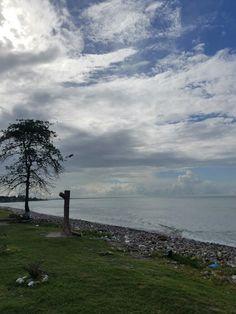 Beautiful beach, but tons of trash!😑 #Honduras #LaCeiba