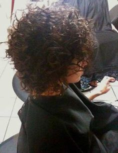 14.Kurze Lockige Frisur