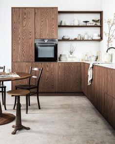 Loft Kitchen, Kitchen On A Budget, Open Plan Kitchen, Kitchen Dining, Kitchen Decor, Concrete Kitchen, Wooden Kitchen, Walnut Kitchen, Loft Interior