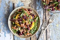 Can eating more colorfully boost our spirits? This quinoa, beet, and orange salad might be up to the challenge. There's nothing quite like a healthy and hearty Healthy Potluck, Salad Recipes Healthy Lunch, Salad Recipes For Dinner, Bean Recipes, Delicious Vegan Recipes, Healthy Salad Recipes, Sin Gluten, Cilantro, Feta