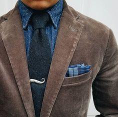 Shirt: @jccrewmens Pocket square: @aceandeverett Tie: @weekendcasual Jacket: @gap Tie bar: @woodandrivet #dressedchest #Elegance #Fashion #Menfashion #Menstyle #Luxury #Dapper #Class #Sartorial #Style #Lookcool #Trendy #Bespoke #Dandy #Classy #Awesome #Amazing #Tailoring #Stylishmen #Gentlemanstyle #Gent #Outfit #TimelessElegance #Charming #Apparel #Clothing #Elegant #Instafashion