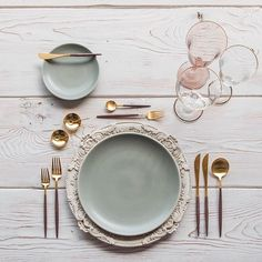 More Verona/Heath love And showcasing our Chloe 24k Gold Rimmed Goblets in Blush, just one of the 14 colors that have officially arrived at #cdphq! Let the unloading of our container of 35,000 glasses begin!! Also shown here: Our Goa Flatware in 24k Gold/Wood + 14k Gold Salt Cellars + Tiny Gold Spoons #cdpdesignpresentation #