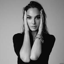 Photography Poses : – Picture : – Description Gal Gadot -Read More – Pretty People, Beautiful People, Most Beautiful, Beautiful Women, Gorgeous Girl, Gal Gardot, Gal Gadot Wonder Woman, Michelle Rodriguez, Celebrity Portraits