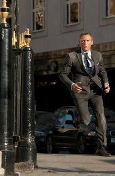 Discover our collection of Daniel craig james bond suits . These elegant Daniel craig 007 tuxedos and suits are available at discounted price James Bond Suit, Bond Suits, James Bond Style, James Bond Movies, Daniel Craig Style, Daniel Craig James Bond, Casino Royale, Rachel Weisz, Estilo James Bond