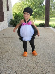 Chic Monkey Boutique: Children's Cute Tutu Costumes cute for emi this halloween! Holidays Halloween, Happy Halloween, Penguin Halloween Costume, Scarecrow Costume, Halloween Clothes, Halloween Masquerade, Costumes Avec Tutu, Costumes Kids, No Sew Tutu
