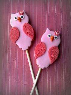 Owl cookie pops    @Linda Huddy have you thought of making cookie pops?