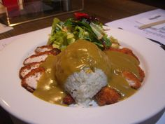 Many of us have been exposed to delicious Japanese curry sauce in popular Japanese chain restaurants like Wagamamas and Yo!Sushi, often these restaurants serve Katsu curry, but despite the common misconception katsu reffers to the crisp. Katsu Curry Sauce Recipe, Katsu Curry Recipes, Japanese Curry, Japanese Food, Japanese Recipes, Chinese Food, Tempura, Sashimi, Sopa Ramen