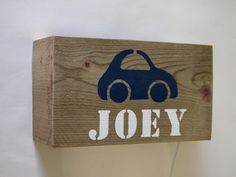 Stoere wandlamp met auto en naam van sloophout