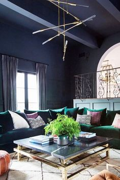 30 Awesome Purple Living Room Wall Color Ideas You Have To Copy - Decoration For Home Living Room Sofa, Living Room Decor, Living Rooms, Family Rooms, Estilo Hollywood Regency, Hollywood Hills, Room Wall Colors, Design Salon, Celebrity Houses