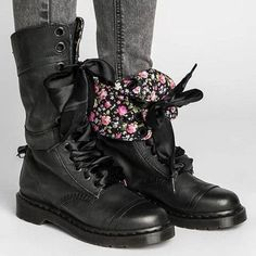 Womens vintage chunky heel lace-up leather daily boots mid-calf boots middle heel boots-oumiss Flat Leather Boots, Leather And Lace, Pu Leather, Flat Boots, High Boots, Boot Over The Knee, Dr. Martens, Martin Boots, Vintage Boots