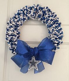Dallas Cowboys Wreath by LimeABeads on Etsy Dallas Cowboys Crafts, Dallas Cowboys Wreath, Dallas Cowboys Party, Dallas Cowboys Quotes, Football Wreath, Redskins Wreath, Baseball Wreaths, Football Crafts, Wreath Crafts