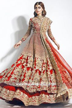 Desi Red Bridal Lehenga Choli for Sikh Bride, Sikh Wedding Dress USA. Sikh Wedding Dress, Pakistani Wedding Outfits, Indian Bridal Outfits, Backless Wedding, Desi Bride, Sikh Bride, Pakistani Bridal Lehenga, Pakistani Dresses, Indian Dresses