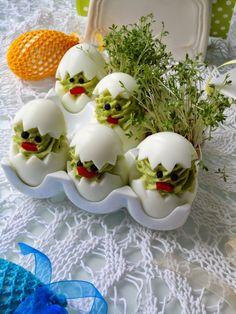 """Widzę, że kurczaczki Wam się spodobały, proponuje więc kolejne danie z serii """"sympatyczne zwierzaki"""" - pisklaki z zielonym groszkiem. Będ... Easter Recipes, Holidays And Events, Happy Easter, Food Art, Italian Recipes, Deserts, Food And Drink, Pudding, Snacks"""