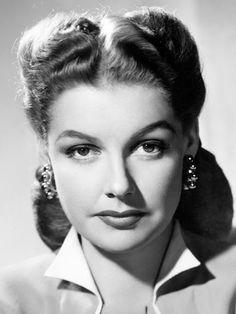 Ann Sheridan comenzó su carrera en el cine cuando su hermana mandó una fotografía suya a Paramount Studios.