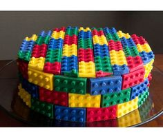 How awesome would this LEGO cake be for a boy or girl? #birthdaycakes #kidparties