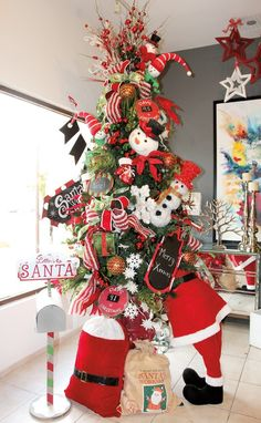 30 Newest Christmas Home Decorating Ideas That Will Spark Your Creativity 23 - MALIA Christmas Decorations For The Home, Christmas Tree Decorations, Christmas Wreaths, Christmas Ornaments, Holiday Decor, Rustic Christmas, Christmas Home, Christmas Holidays, White Christmas
