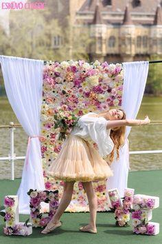 Bérelhető esküvői virág háttérfal Girls Dresses, Flower Girl Dresses, Tulle, Ballet Skirt, Wedding Dresses, Skirts, Flowers, Vintage, Fashion
