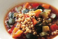 美肌効果の高いはと麦と夏野菜を、みそ風味で滋味豊かな「はと麦のスープ」。