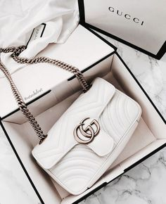 Find tips and tricks, amazing ideas for Gucci purses. Discover and try out new things about Gucci purses site Cheap Purses, Cheap Handbags, Cute Purses, Cute Handbags, Prada Handbags, Popular Handbags, Fashion Handbags, Purses And Handbags, Fashion Bags