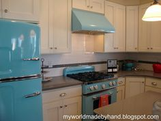 I just love this stove and refridgerator.  Apparently made by a company who re-creates retro appliance brand new!