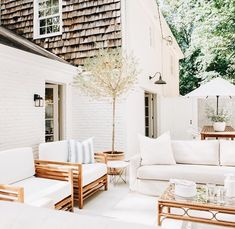 Some Great Suggestions for Springtime Patio Furniture – Outdoor Patio Decor Outdoor Rooms, Outdoor Living, Outdoor Furniture Sets, Outdoor Decor, Modern Furniture, Antique Furniture, Furniture Plans, Outdoor Seating, Kids Furniture