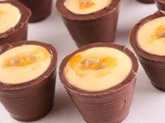 Copinhos de chocolate com maracuj� - Veja mais em: http://www.cybercook.com.br/receita-de-copinhos-de-chocolate-com-maracuja.html?codigo=14531