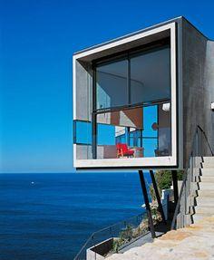Surplombant l'océan Pacifique, une maison à l'architecture inspirée d'un tableau de Picasso...époustouflant de beauté!