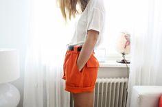 ex-peri-ence: those shorts Orange Shorts, Cute Shorts, Strike A Pose, Summer Looks, Passion For Fashion, Orange Color, Fashion Beauty, Color Fashion, Style Me