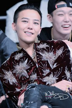 lol ~ that face G-Dragon | '2014 Mnet Asian Music Awards' and Bobby in the back