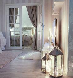 ▪Livingroom ▪Good evening my instafriends☆☆ Meillä oli tänään tosi mukava päivä. Toivottavasti sinullakin on ollut❣ Huomenna aion viettää oman unelmapäiväni kaupungilla. Teen päivästä blogipostauksen torstaina :) Mukavaa iltaa! #livingroom #olohuone #homestyling  #candlelight