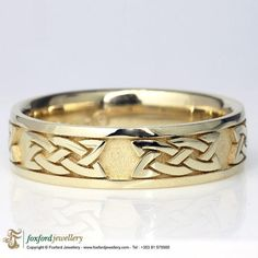 Celtic Ring #CelticRing #CelticWeddingRing #SilverCelticRing Silver Celtic Rings, Celtic Wedding Rings, Silver Claddagh Ring, Claddagh Rings, Celtic Patterns, Pretty Lights, Yellow Gold Rings, Cuff Bracelets, Band