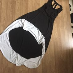 Black and white hi low dress Dress didn't come with tag never worn is too big Dresses High Low
