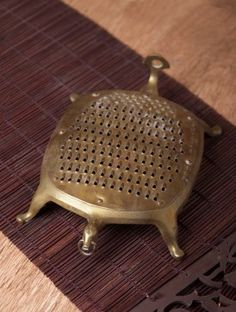Vintage Brass Vegetable Grater x x Copper Utensils, Kitchen Utensils, Cooking Utensils, Traditional Decor, Traditional Kitchen, Farmhouse Furniture, Furniture Nyc, Cheap Furniture, Kitchen Furniture