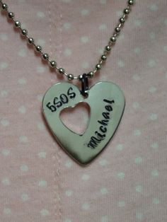 5 Seconds Of Summer Hand Stamped Heart Member por PaperSweetHearts, $12.50