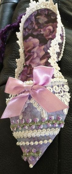 Paper shoe Paper Shoes, Paper Purse, Muses Shoes, Paper Art, Paper Crafts, Fairy Shoes, Decorated Shoes, Ribbon Art, Shoe Pattern