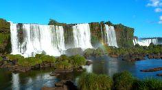 Le Brésil est le plus grand État d'Amérique latine. De l'Amazone infini aux colossales chutes d'Iguazù, au Brésil, la nature atteint les extrêmes de la démesure. Destination de rêve, pays du métissage, de la fête et des rythmes envoûtants