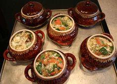 ИсточникHousewife | Секреты идеальной хозяйки  17 потрясающих рецептов блюд в горшочках.▬▬▬▬▬▬▬▬▬▬▬▬▬▬▬▬▬▬▬▬▬▬▬▬▬▬▬▬1.Жаркое из курицы по-русскиИнгредиенты:●Курица весом примерно 1 кг,●400г репчатог…