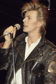 David Bowie R.I.P. .. It's a real tragedy we lose him.. Around Lemmy's death I didn't know Bowie passed away too.. Both dates were so near.. Rock the Heaven