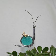 Stained Glass Teal Blue Snail Plant Stake, Garden Art via Etsy Stained Glass Ornaments, Stained Glass Suncatchers, Stained Glass Designs, Stained Glass Projects, Stained Glass Patterns, Stained Glass Art, Mosaic Glass, Fused Glass, L'art Du Vitrail
