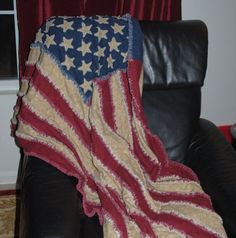 raggy flag quilt, I need this! Sewing Ideas, Sewing Crafts, Sewing Projects, American Flag Quilt, Blue Jean Quilts, Snowman Quilt, Rag Quilt, Machine Quilting, Quilt Making