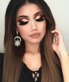 Wow! I love this look. I love the eye makeup, the brows, the eye lashes and the lips. Gorgeous! Perfect for a holiday party. #eyes #eyemakeup #holiday #shimmer