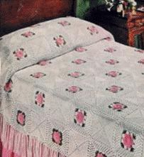 Crochet Roses easy crochet bedspread - Beautiful crochet bedspread patterns, this Rose spread is perfect Crochet Afghans, Crochet Bedspread Pattern, Crochet Quilt, Crochet Squares, Thread Crochet, Crochet Home, Crochet Motif, Diy Crochet, Crochet Crafts