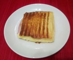 Pão paleo 1 ovo, 2 colheres de requeijão, 2 colheres de café de fermento em pó. Misture tudo, coloque em uma vasilha de vidro e leve ao microondas por 3 minutos