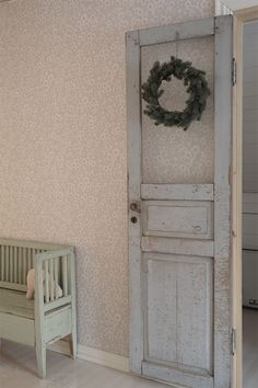 Fresh greens are a must Country Girl Bedroom, Country Girls, Girls Bedroom, Beautiful Interiors, Beautiful Homes, Ladder Decor, Christmas Time, Scandinavian, Sweet Home