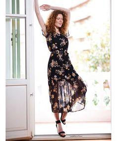 "82ed2d68f2eb Vaya Fashion Boutique on Instagram  ""Αισθανόμαστε την άνοιξη παντού και τη  φοράμε με ανεβασμένη διάθεση! Καλή Ανάσταση με Χαρά και Υγεία!  floral   dress ..."