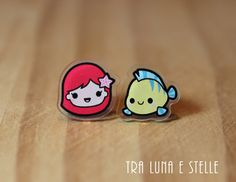 """Today while looking for new earrings for my next Disneybound I discovered these super cute """"kawaii"""" Disney character earrings from TraLunaeStelle on Etsy. She makes acrylic earrings with cutey versions of popular Disney characters. Kawaii Disney, Disney Diy, Shrink Paper, Shrink Art, Shrink Film, Cute Stud Earrings, Diy Earrings, Diy Shrink Plastic Jewelry, Disney Charms"""