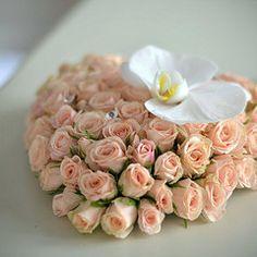 Оформление свадьбы белыми орхидеями в ресторане Лео Клаб - Свадебный букет, оформление свадьбы цветами, свадебное украшение зала, свадебные платья с цветами, украшение свадебных машин, свадебные аксессуары