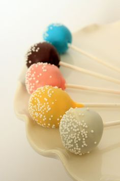 I love the colors.  Cake pops should be simple.  Well, all pastries should be, really.